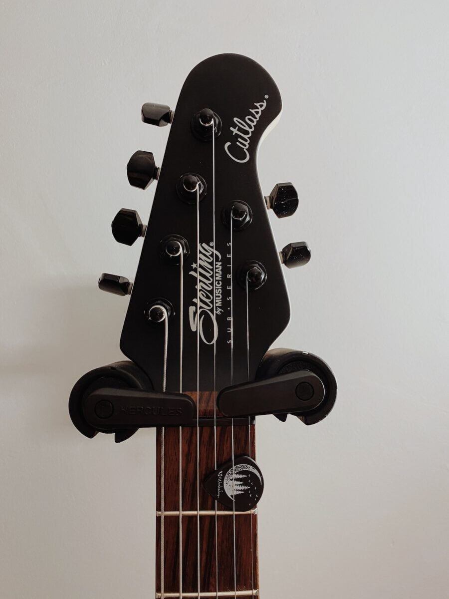 Wieszak na gitarę Hercules GSP38WBPa