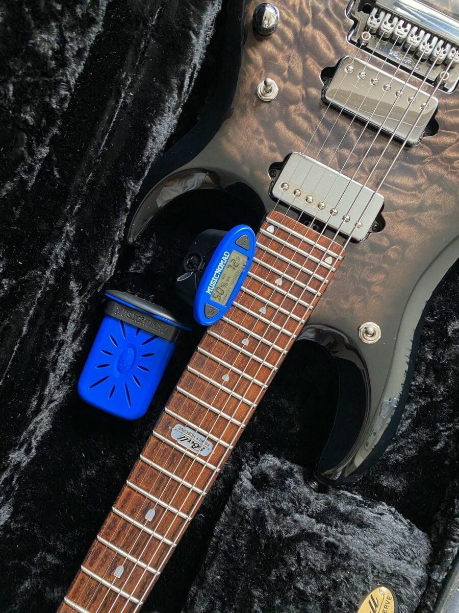Nawilżacz i higrometr do gitary MN306